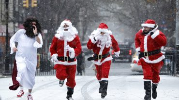 the-tell:-get-ready-for-another-santa-claus-rally:-fundstrat's-tom-lee