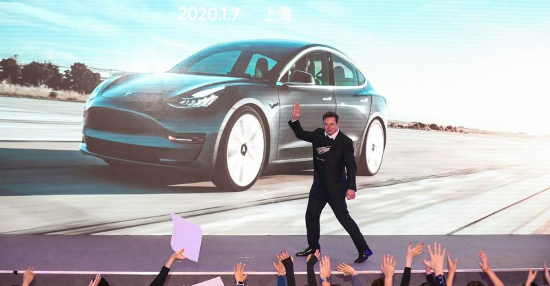 need-to-know:-why-a-'battle-weary'-tesla-enthusiast-is-now-telling-investors-to-move-to-the-sidelines