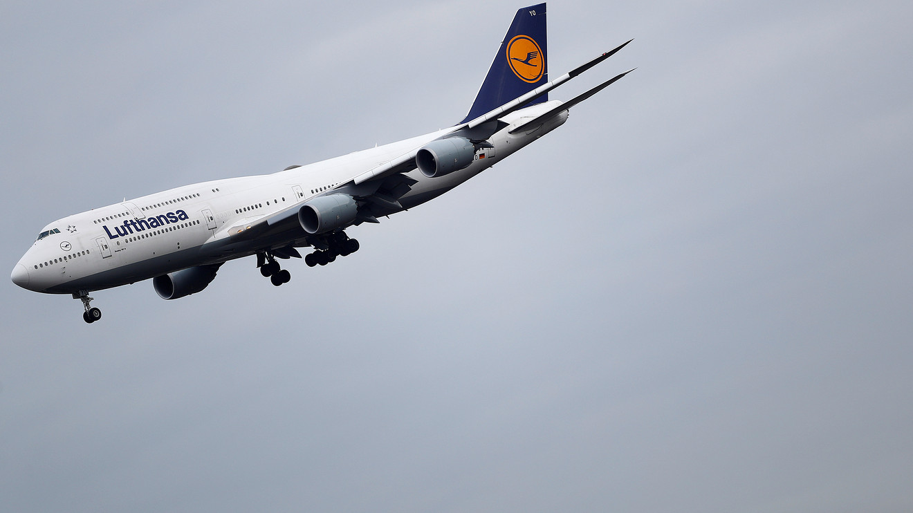 the-wall-street-journal:-lufthansa-ceo-says-airline-is-in-talks-with-german-government-and-eu-about-industry-concessions