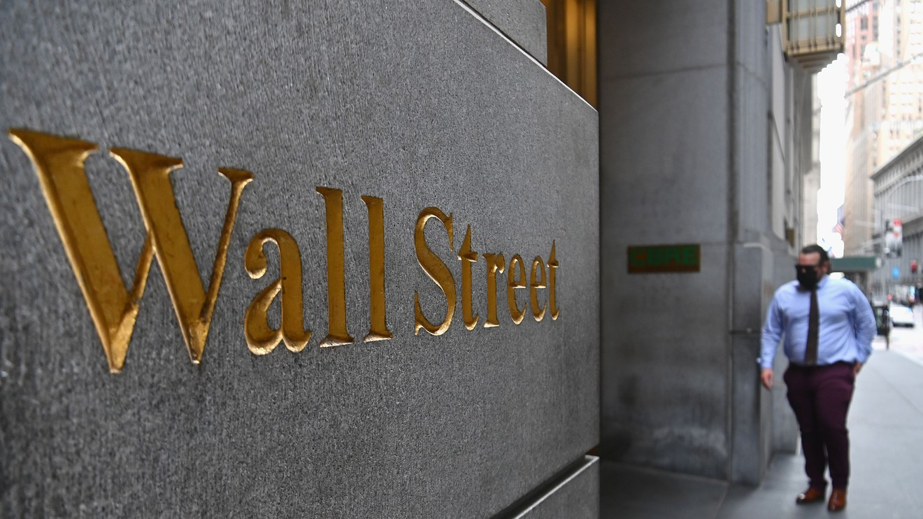 market-snapshot:-dow-slumps-early-tuesday-but-big-tech-stocks-aim-to-extend-run-up-to-start-september