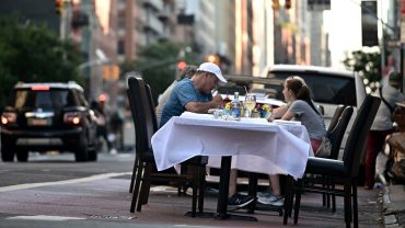 :-people-who-tested-positive-for-covid-19-were-twice-as-likely-to-report-eating-recently-at-a-restaurant,-cdc-report-says