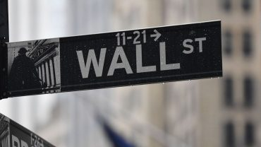 market-snapshot:-stock-futures-lower,-but-dow-on-track-for-best-month-since-1987