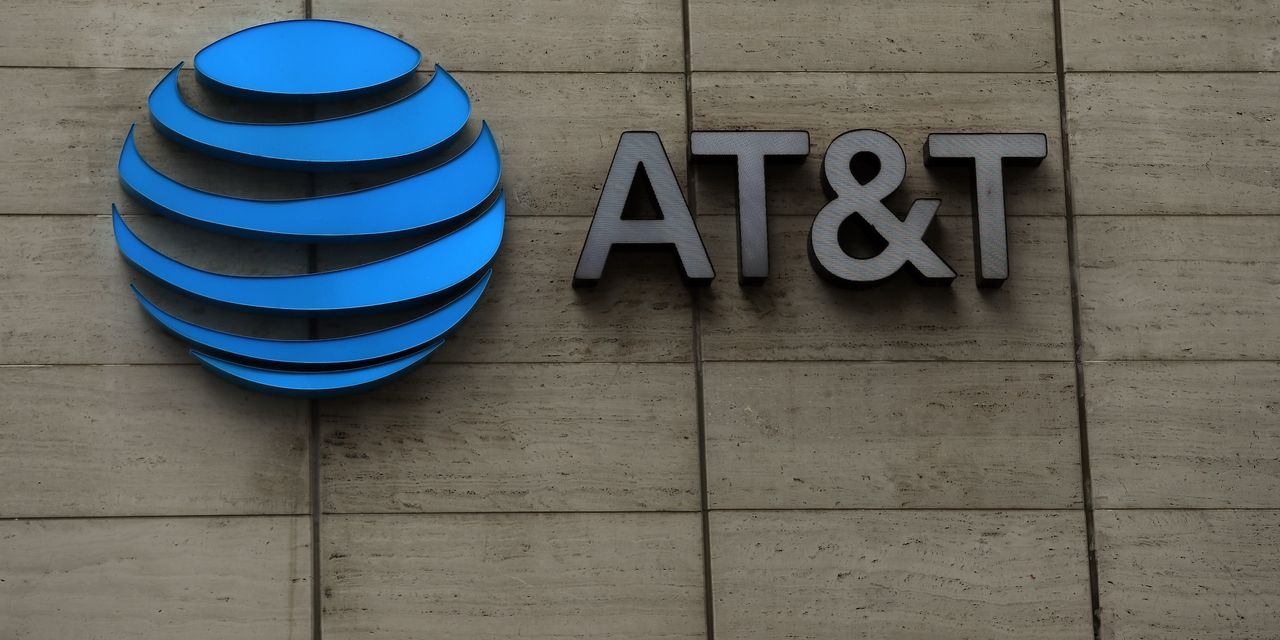 the-ratings-game:-at&t's-new-outlook-sparks-debate—but-also-two-stock-upgrades
