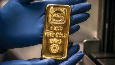 metals-stocks:-gold-prices-turn-lower,-but-holds-above-the-$1,900-mark