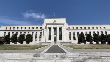 market-extra:-fed's-reverse-repo-program-sees-demand-soar-to-just-under-$1-trillion-overnight