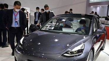 :-tesla-is-expected-to-deliver-more-than-200,000-vehicles-in-the-second-quarter