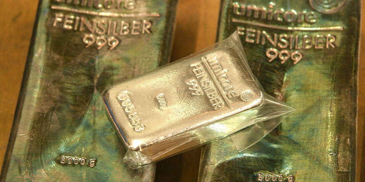 metals-stocks:-gold-futures-log-5th-straight-gain-as-yields-for-us.-benchmark-debt-skid-to-february-low