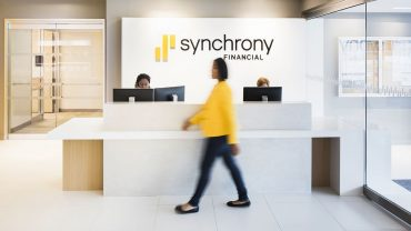 :-how-to-get-people-to-use-their-credit-cards-more?-personalized-rewards-and-split-pay-services,-says-synchrony-ceo