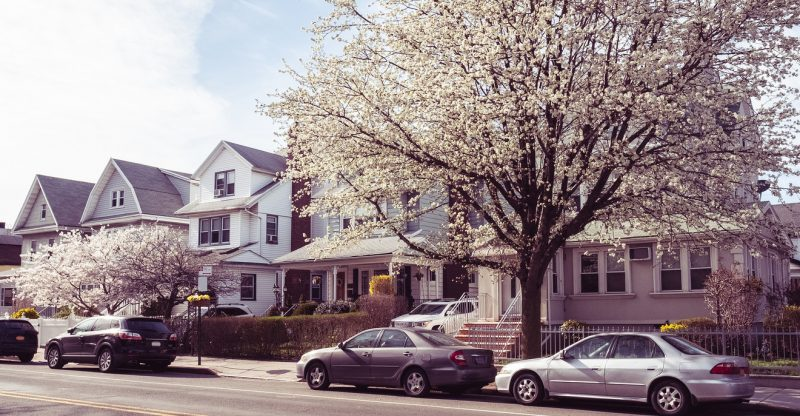 mortgage-rates-fall-to-lowest-level-since-2016-—-this-could-be-the-'last-affordable'-spring-home-buying-season-for-a-while,-realtor-group-warns