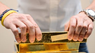 metals-stocks:-gold-attempts-to-bounce-higher-to-start-april,-second-quarter-amid-coronavirus-spread