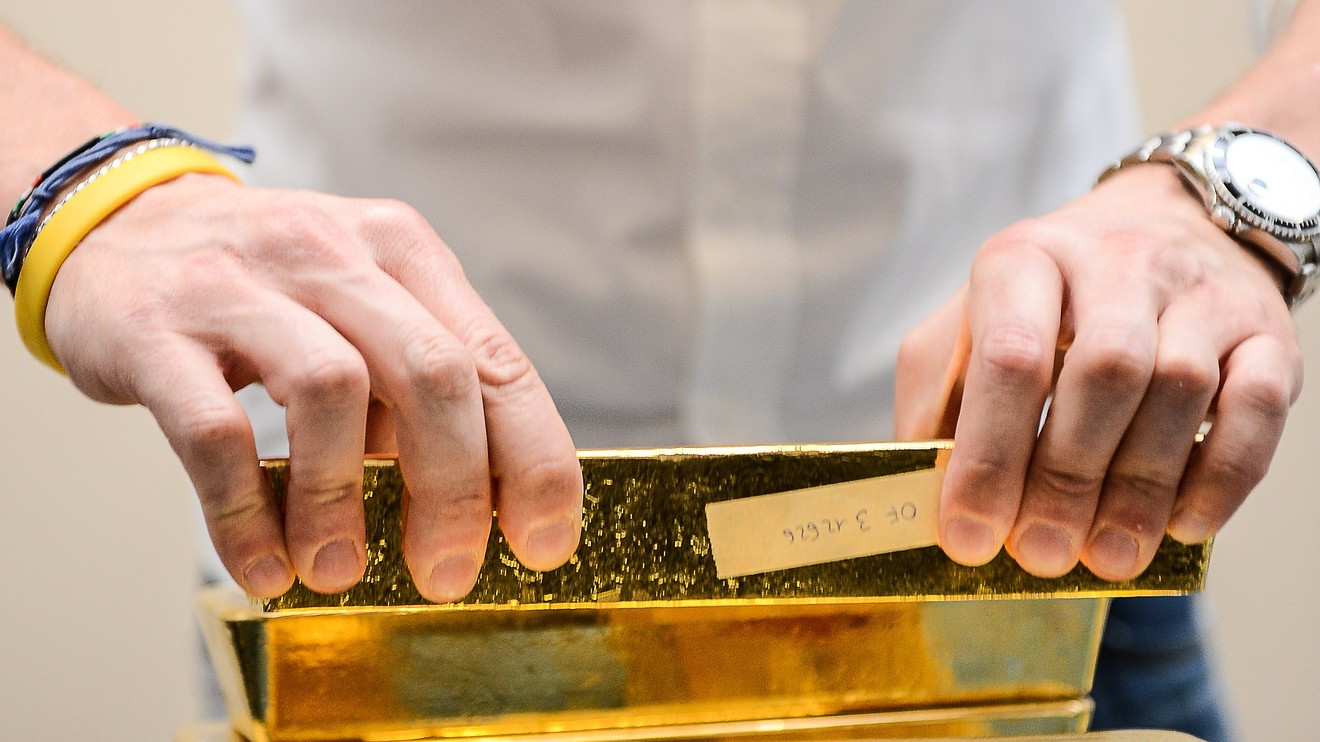 metals-stocks:-gold-prices-retreat-as-us.-dollar-firms