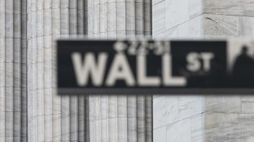 market-snapshot:-dow-falls-as-hectic-week-of-earnings-comes-to-a-close