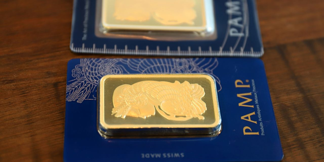 metals-stocks:-gold-slips-back-from-key-$1,900-level