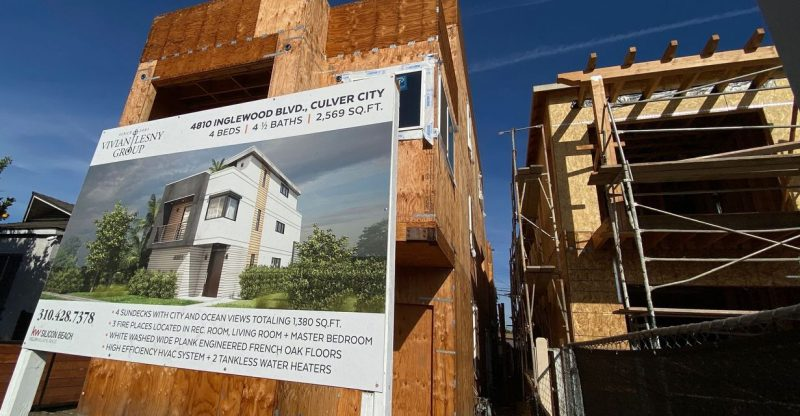 economic-report:-high-lumber-prices-and-other-barriers-choke-the-confidence-of-home-builders-and-home-buyers