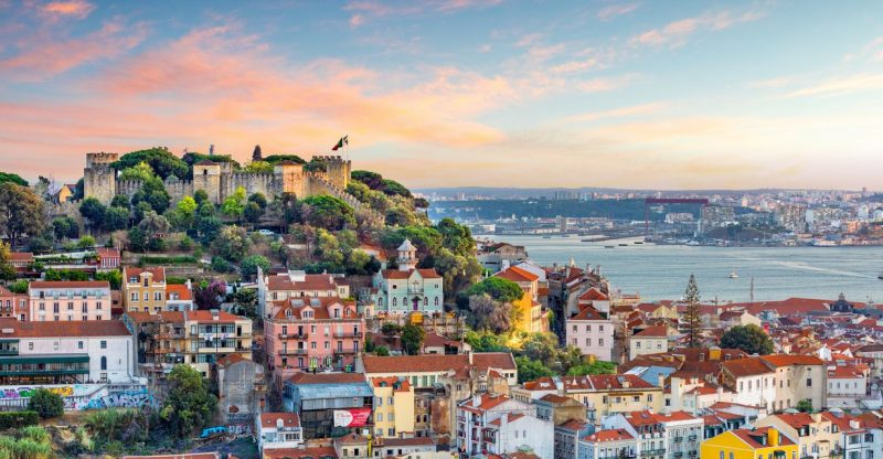 international-living:-panama-or-portugal-–-which-expat-favorite-is-right-for-your-retirement?