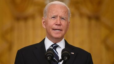 :-biden-mandates-covid-vaccines-for-nursing-home-workers,-promises-booster-shots-will-be-'easy'