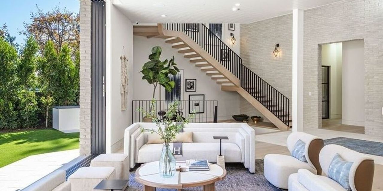 realtorcom:-after-selling-his-mod-home,-will-arnett-snags-$16.4m-modern-farmhouse